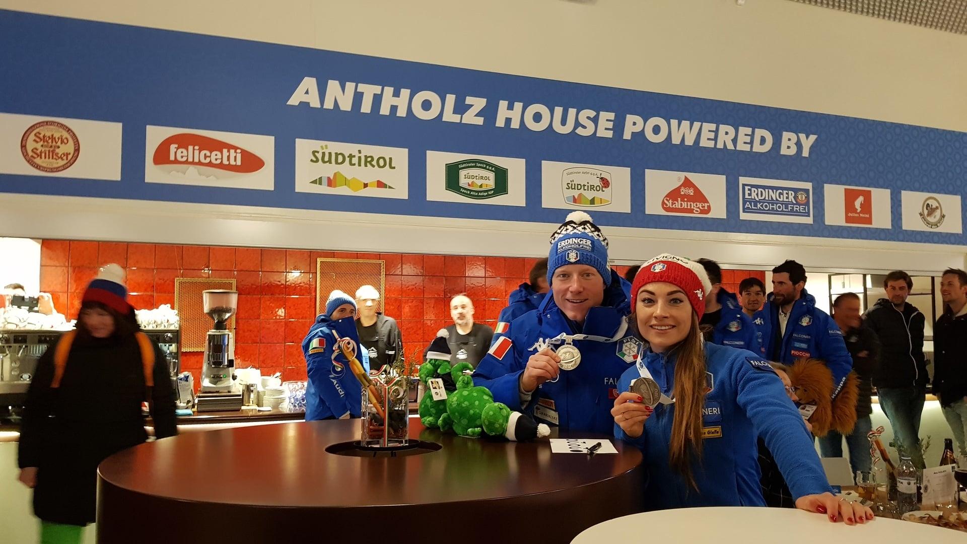 15.03.2019 - Dorothea Wierer e Lukas Hofer hanno festeggiato l'argento Mondiale all'Antholz House!