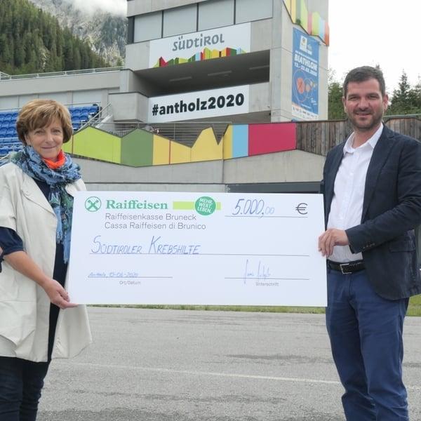 19.06.2020 - Il Comitato Organizzatore dei Mondiali di biathlon di Anterselva sostiene l´Assistenza Tumori Alto Adige